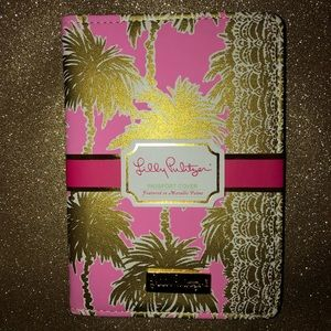 Lilly Pulitzer Accessories - Lilly Pulitzer metallic palms passport cover